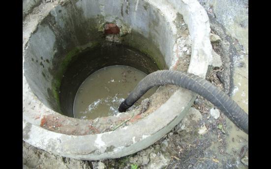 Откачивание воды из родника